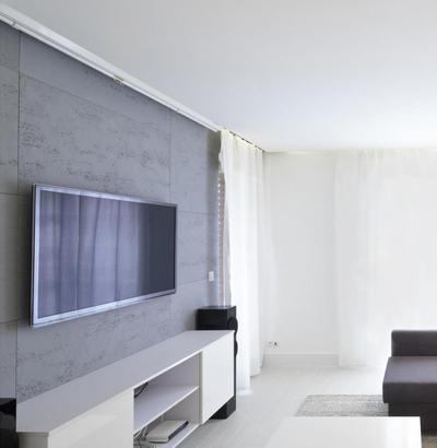 Beton architektoniczny - płyty betonowe w salonie.