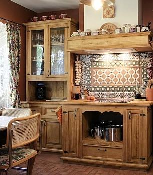 Kuchnia w starym klimacie. Drewno to materiał, który zawsze buduje ciepłą i przytulną atmosferę