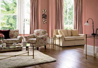 Różowy salon - 8 pomysłów na inspirujące aranżacje wnętrz w różu