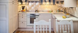 Aranżacja kuchni na poddaszu. Galeria zdjęć pomysłowych aranżacji kuchni pod skosami