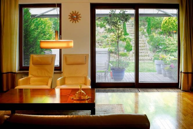 Grzejniki kanałowe - idealne do duzych pomieszczeń ze szklanymi ścianami