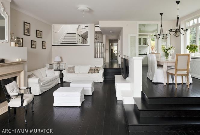 Białe-czarne wnętrza w stylu angielskim: salon