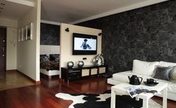 Sypialnia w salonie - sprytna aranżacja salonu z dużym łóżkiem [ZDJĘCIA]