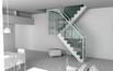 Metalowe schody ze szklaną balustradą