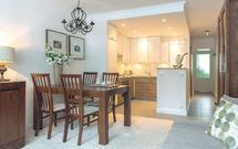 Mała kuchnia otwarta na salon. Pomysł na nowoczesny i wygodny aneks kuchenny