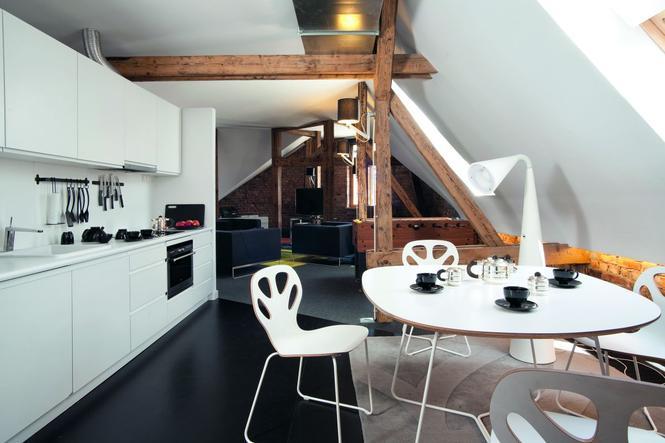 Jak urządzić mieszkanie na poddaszu? Projekt mieszkania na   -> Kuchnie Na Poddaszu Aranzacje