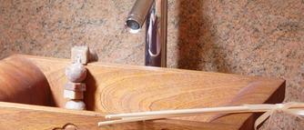 Nowoczesny design i folk w aranżacji łazienki