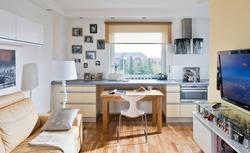 Jak urządzić małe mieszkanie? Meble i gadżety niezbędne w małym wnętrzu [WIDEO]