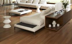 Olej do drewna czy lakier? Czym wykończyć podłogę drewnianą?