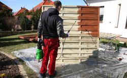 Panele ogrodzeniowe - jak je impregnować? Pokazujemy jak to zrobić KROK PO KROKU