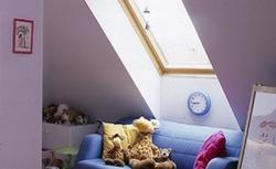 Jak z sensem urządzić pokój dla dziecka na poddaszu