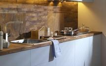 Ładna kuchnia: jakie materiały idealnie nadają się na ścianę w kuchni?