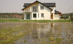 Remont domu, który zalała woda jest możliwy. Oto jak sprawdzić stan domu